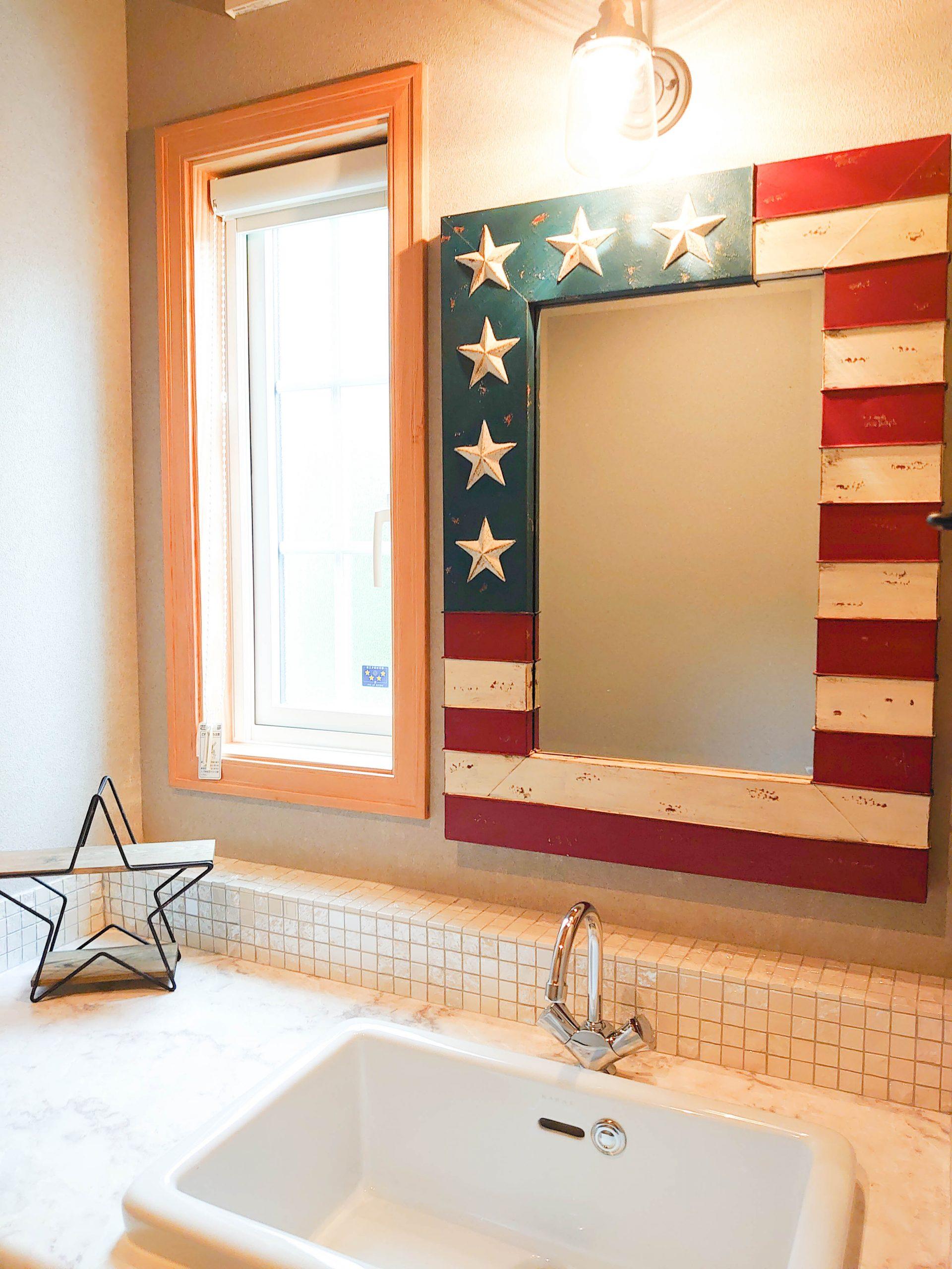アメリカ国旗モチーフの洗面ミラー