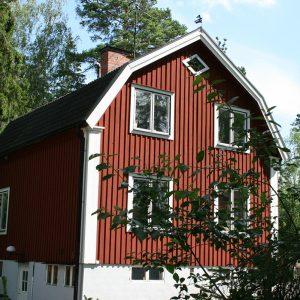三角屋根の北欧住宅